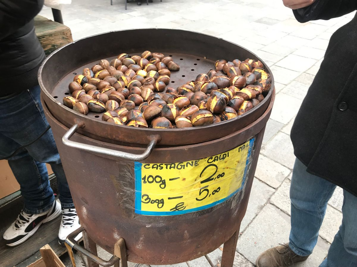 2 days in venice | Chestnuts on the street market