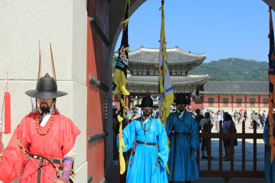 day seoul korea traditional costumes at temple