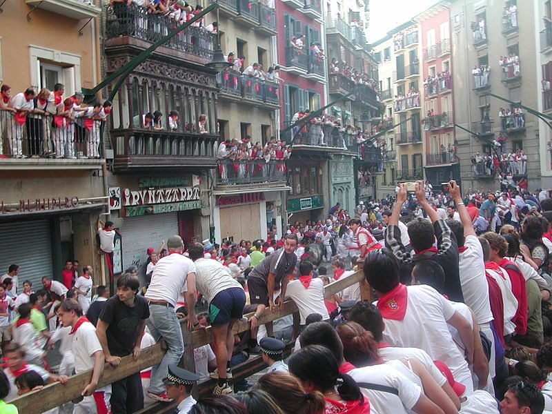 running of the bulls crowd