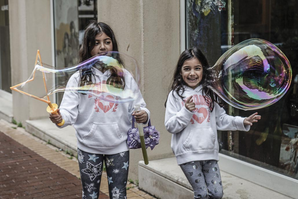 beirut guide children with bubbles