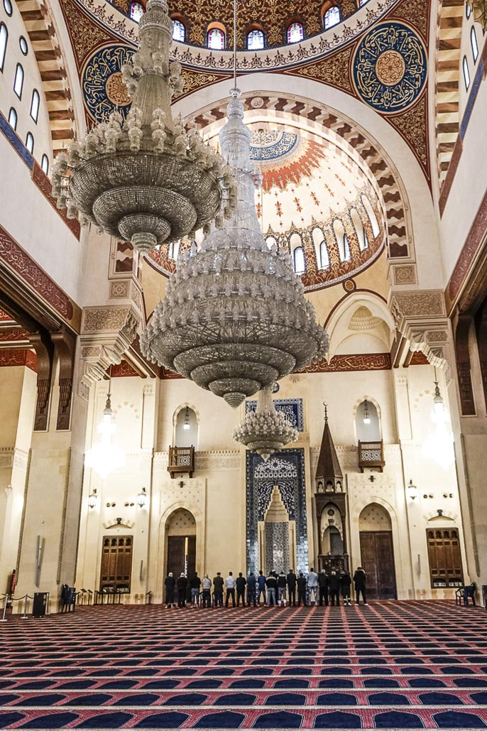 travel to beirut mosque chanelier