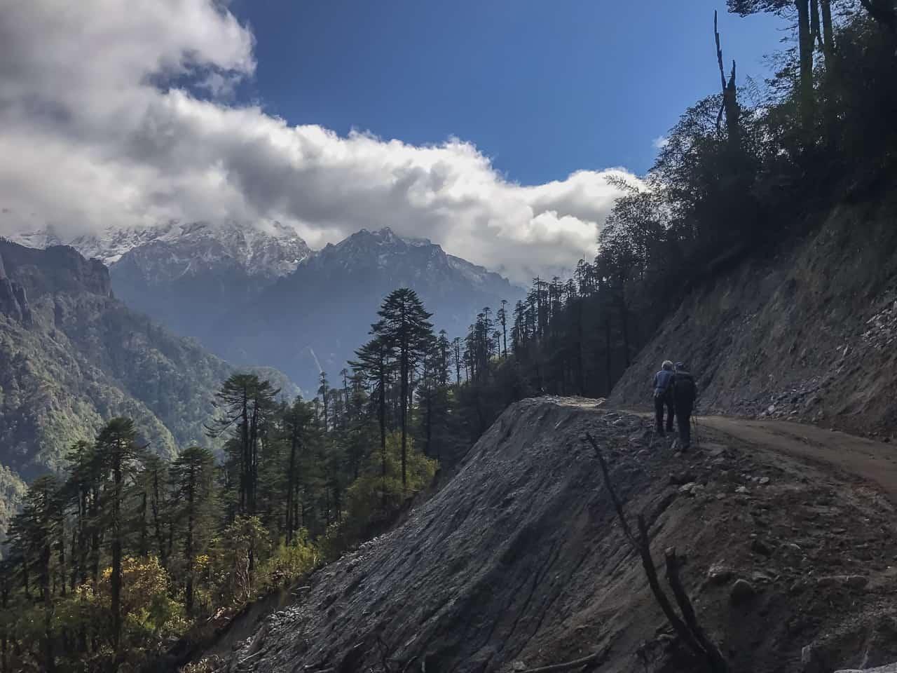 Bhutna trek bus