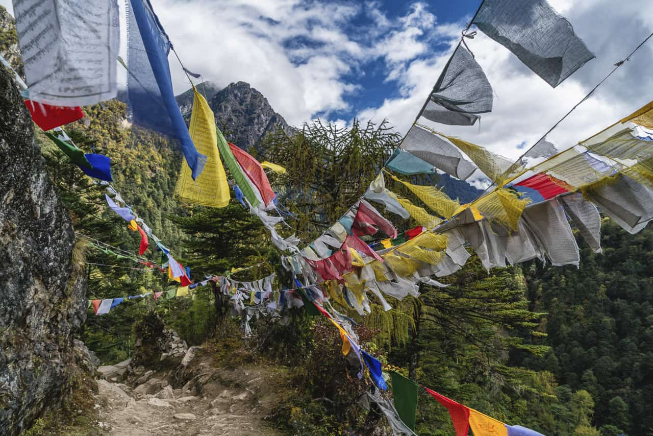 bhutan trek prayer flags