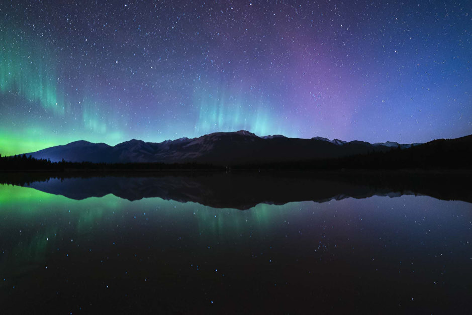 northern lights rocky mountains canada