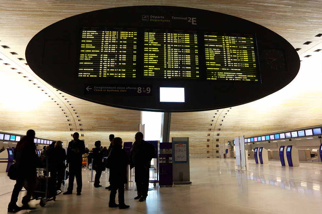 airport shuttles and trains to paris