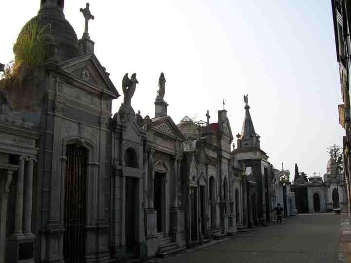 Cemeterio-de-la-Recoleta-buenos-aires-argentina