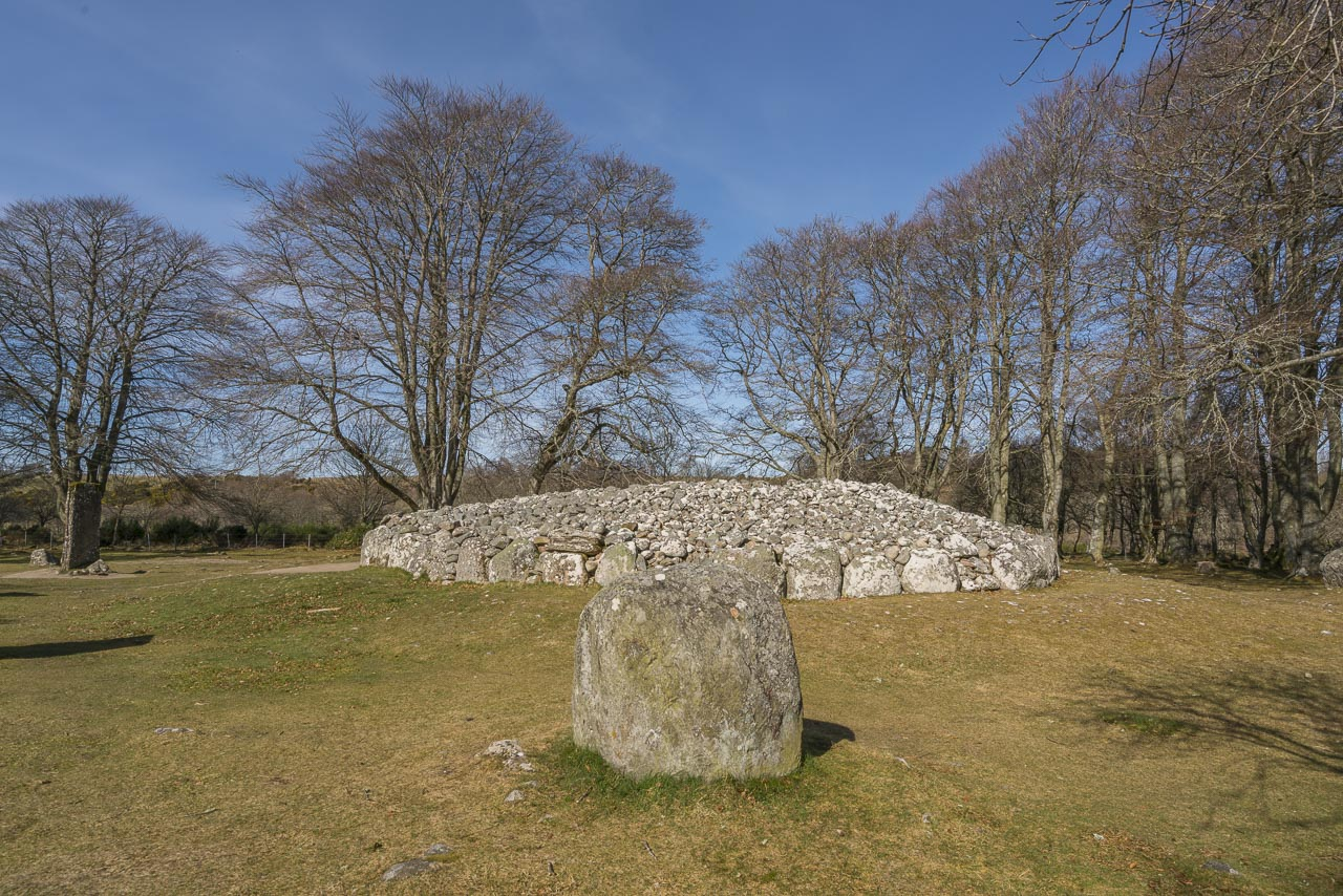 Clava Cairns description