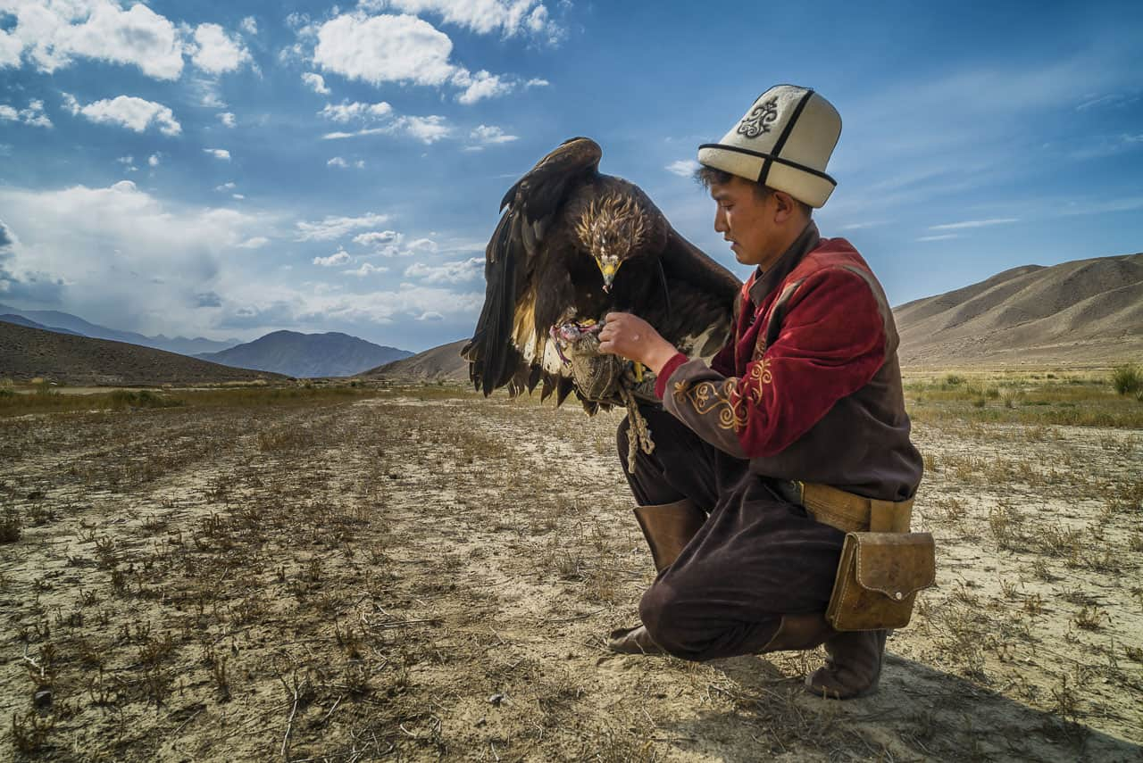 Eagle-Hunters-Kyrgyzstan-snack-time