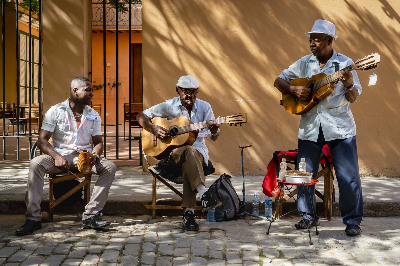interesting facts about cuba - old man playing guitar