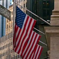Flag-United-States-wall-street