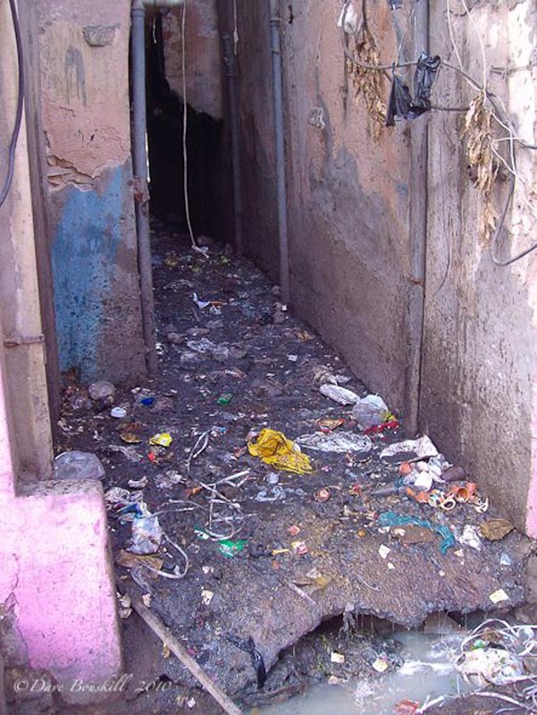 filthy alleys in India