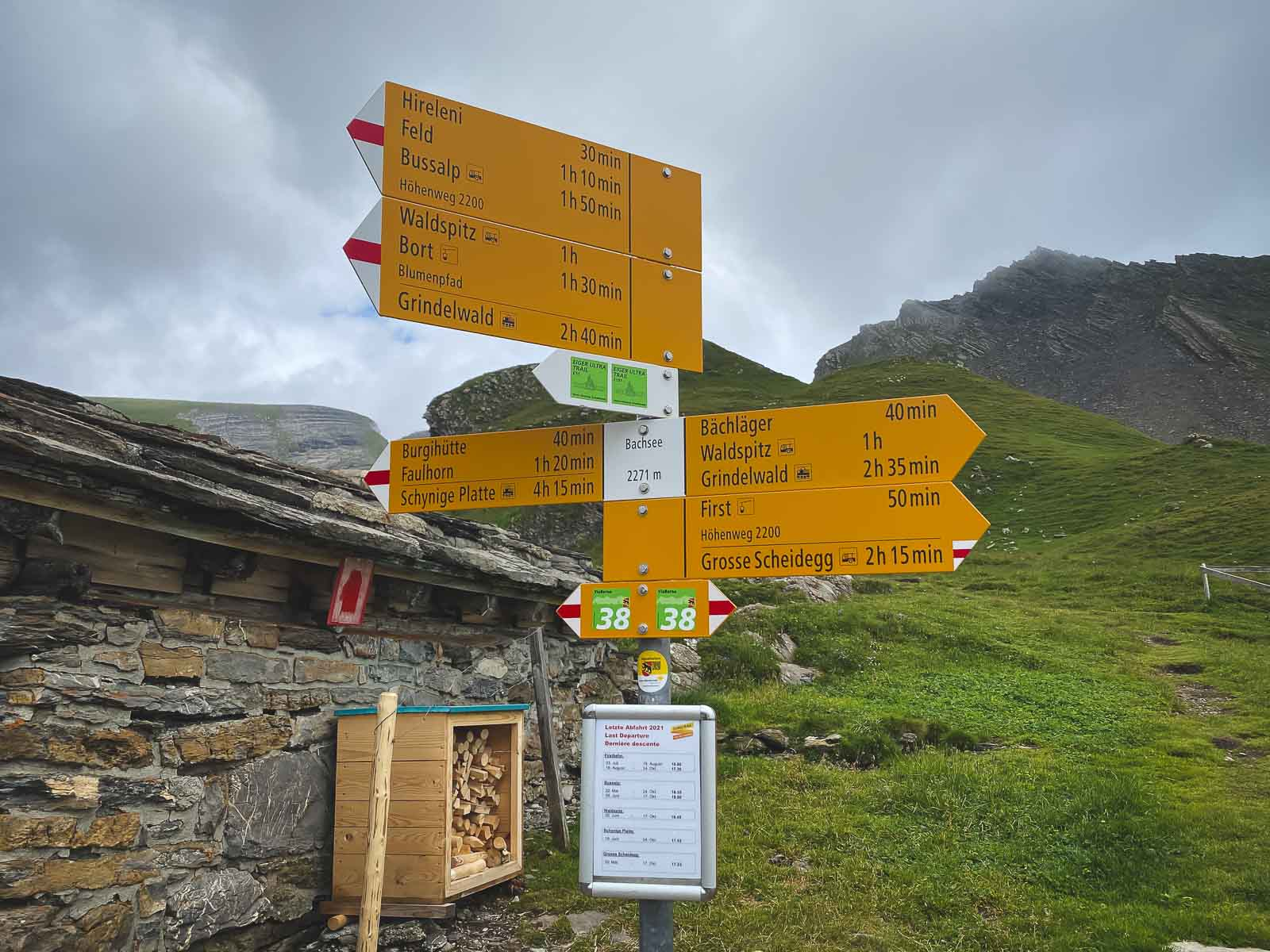 Hiking markers on Grindelwald First