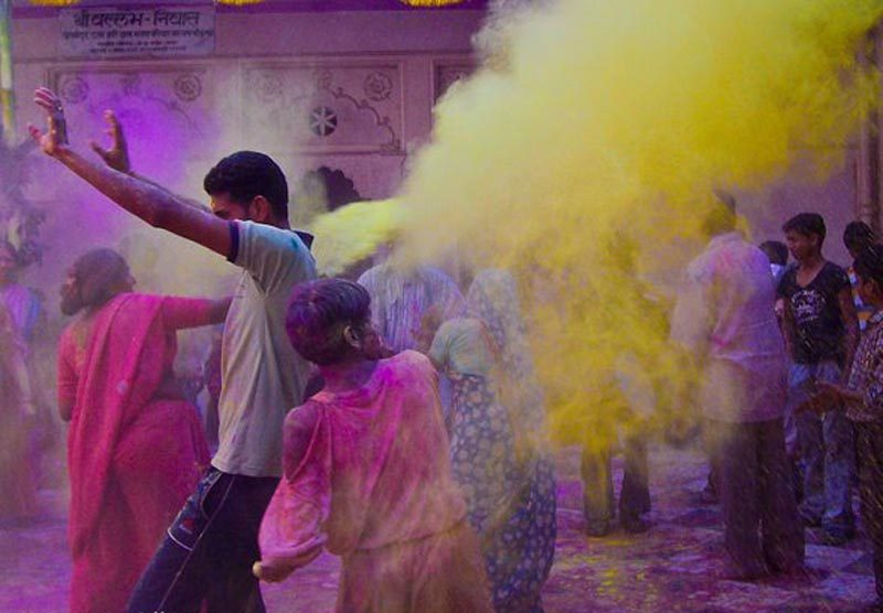 holi festival india throwing powder | Festivals of the world