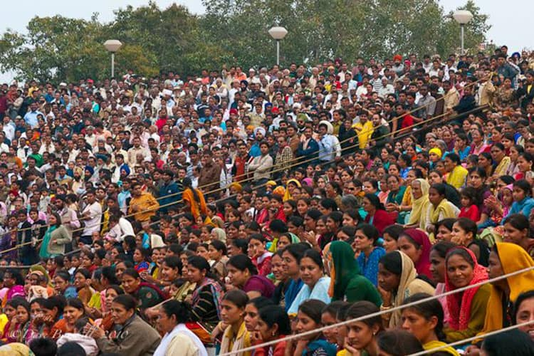 huge crowds watching the border security force