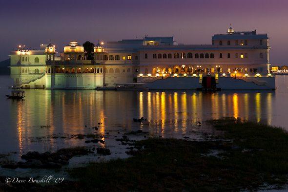 Lake-Palace-night-udaipur