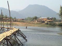Laos-Vang-Vieng-Bridge-to-caves