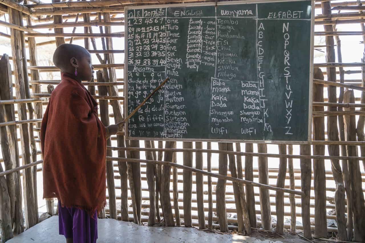 Maasai-tribe-visit-student