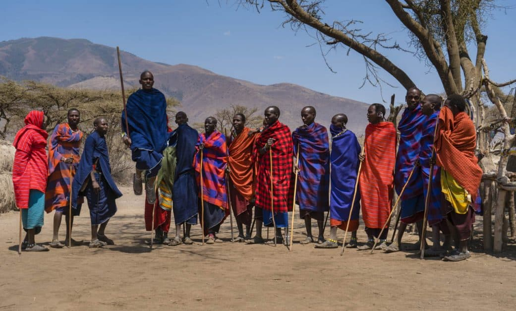 Maasai-tribe-visit-jumping
