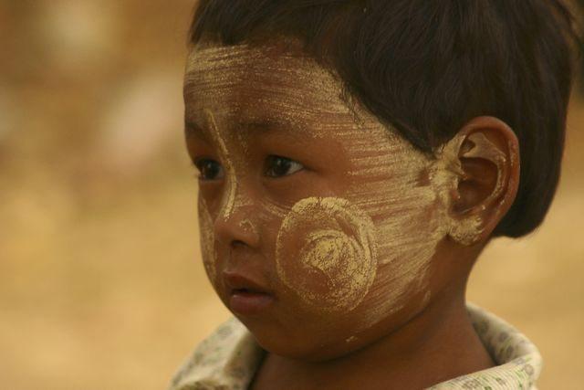 Myanmar-Inle-Lake-Talaka-Cheeks