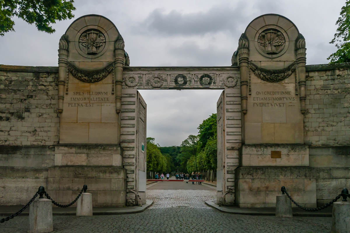 Père Lachaise Cemetery three Day Itinerary