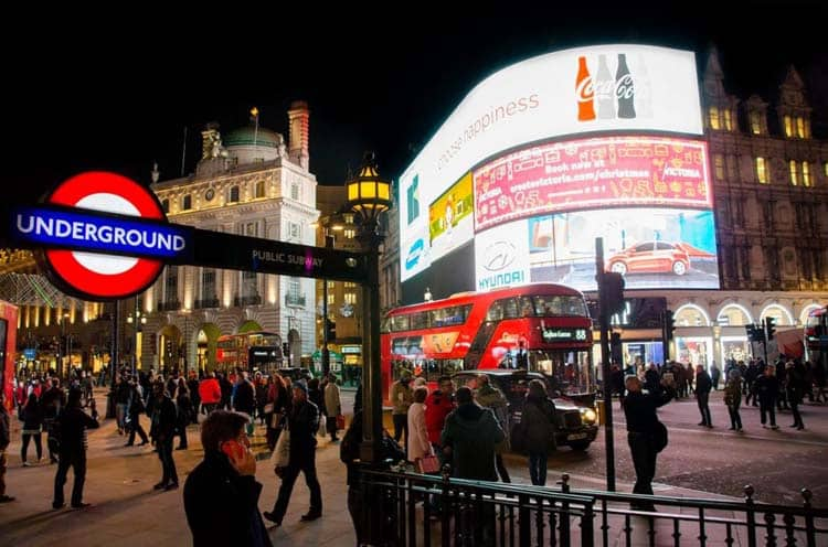 3 days in london itinerary | piccadilly circus
