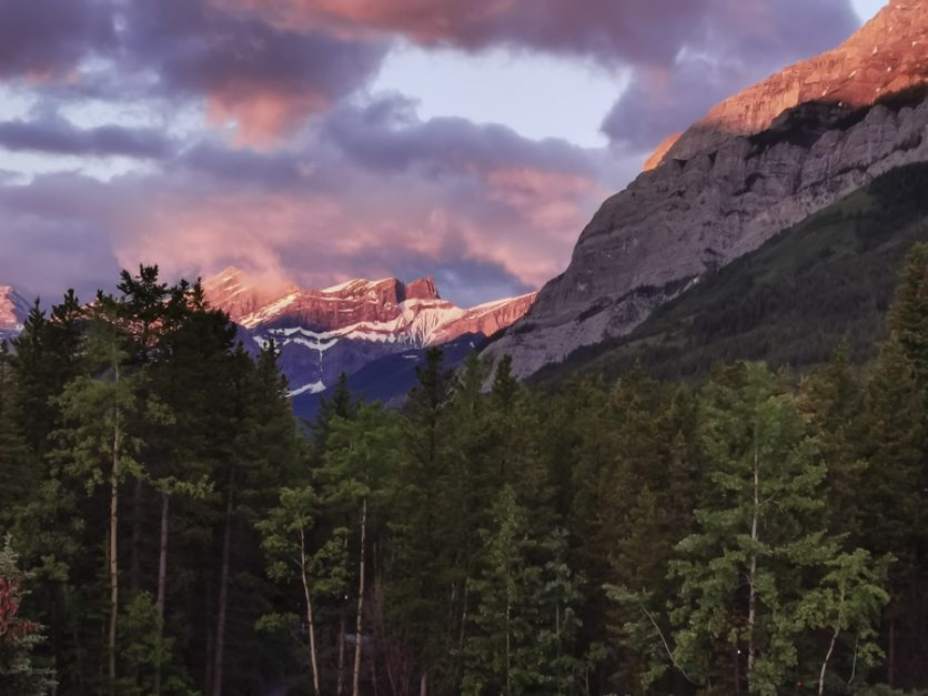 Sunrise Kananaskis Mountain Lodge