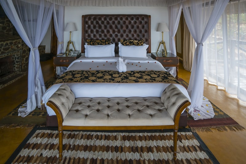 safari lodge overlooking rift valley
