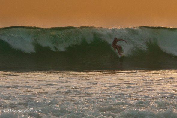 surfing big wave in sri lanka
