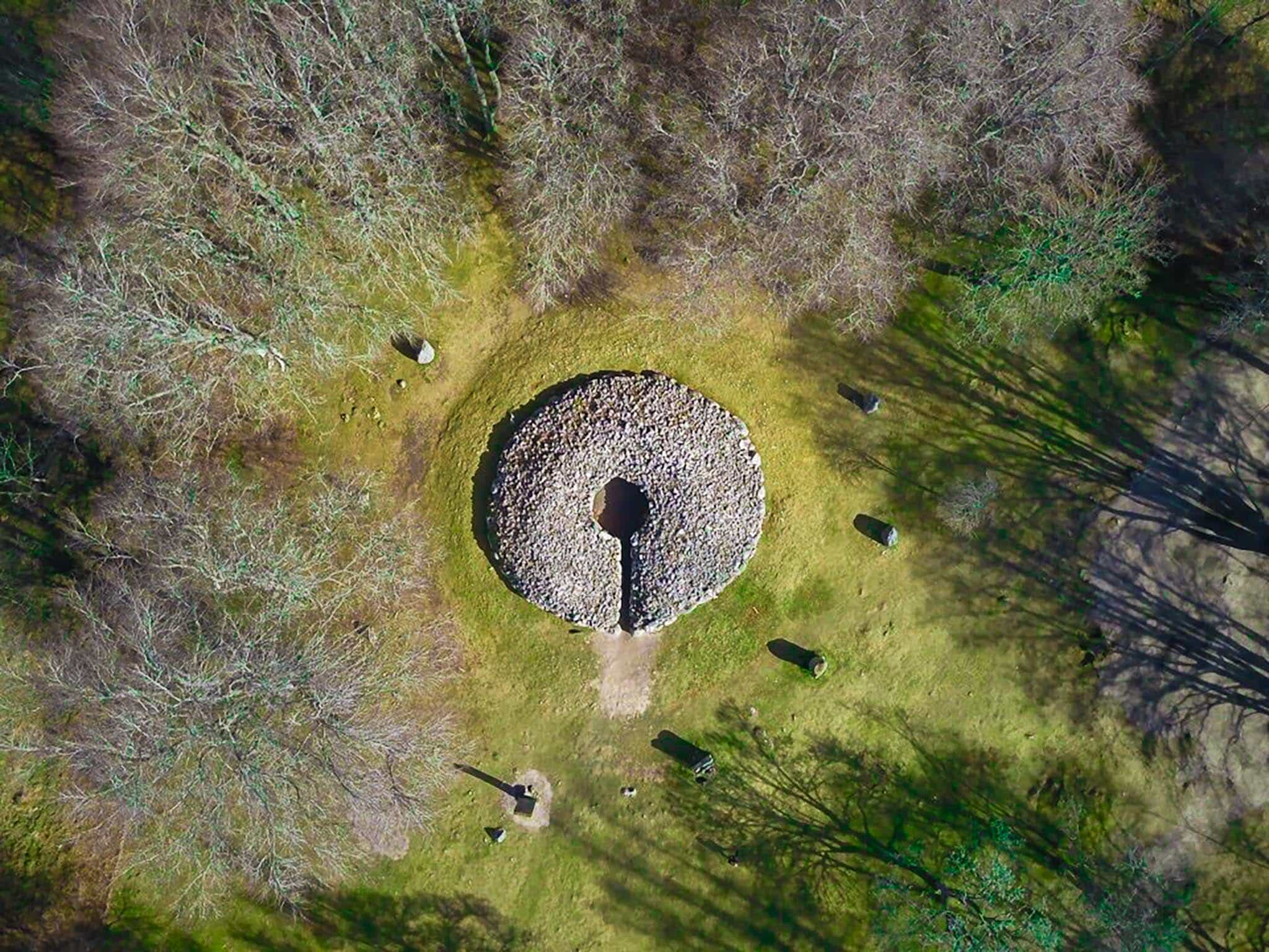 Things to do in Inverness: Visit Clava Cairn