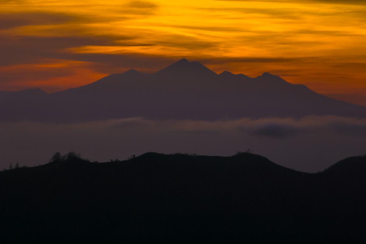 sunrise from mount batur seeing gunung rinjani