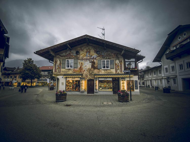 explore the Painted houses of Garmisch Partenkirchen