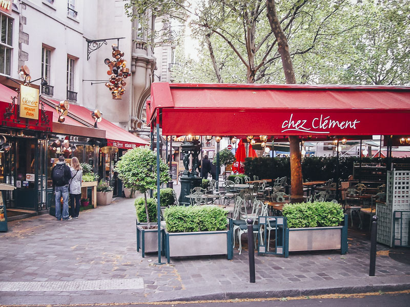 "hébergement à Paris dans le Marais ""class ="" wp-image-139402 ""srcset ="" https://theplanetd.com/images/Where-to-Stay-in-Paris-France-Le-Marais.jpg 800w, https: / /theplanetd.com/images/Where-to-Stay-in-Paris-France-Le-Marais-389x292.jpg 389w, https://theplanetd.com/images/Where-to-Stay-in-Paris-France - Le-Marais-768x576.jpg 768w, https://theplanetd.com/images/Where-to-Stay-in-Paris-France-Le-Marais-600x450.jpg 600w ""tailles ="" (largeur maximale: 800px) 100vw, 800px"