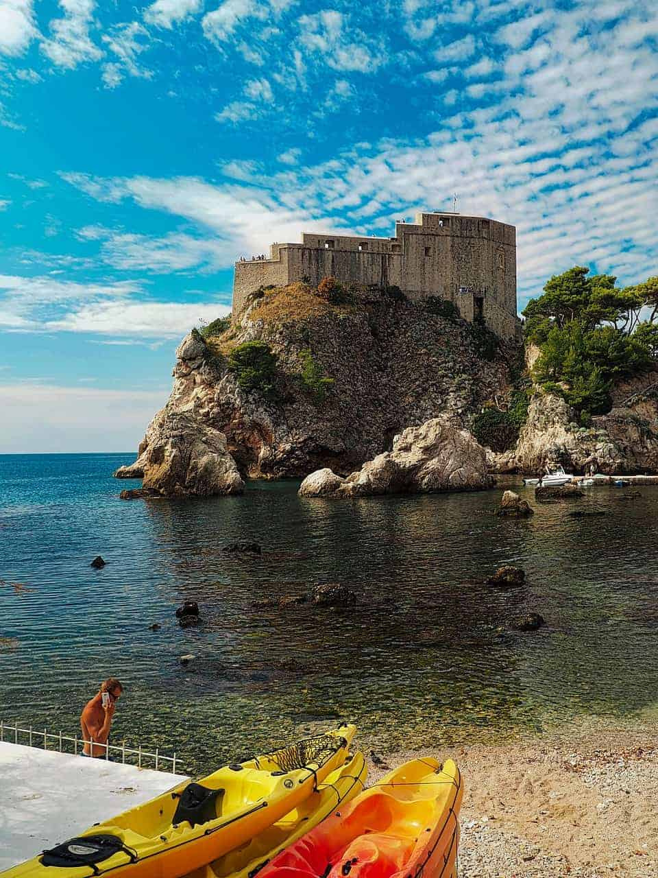 Where-to-stay-in-dubrovnik-kayaking