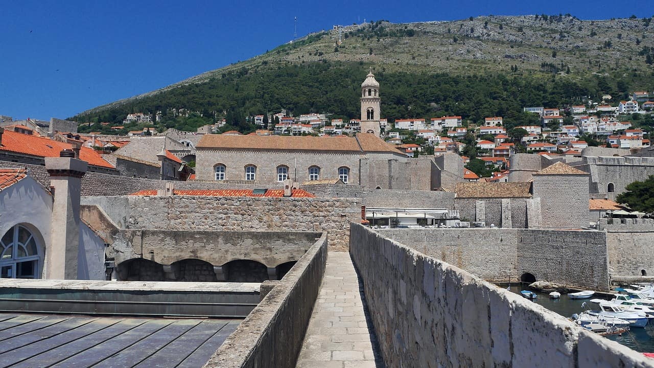 Where-to-stay-in-dubrovnik-old-town-walls