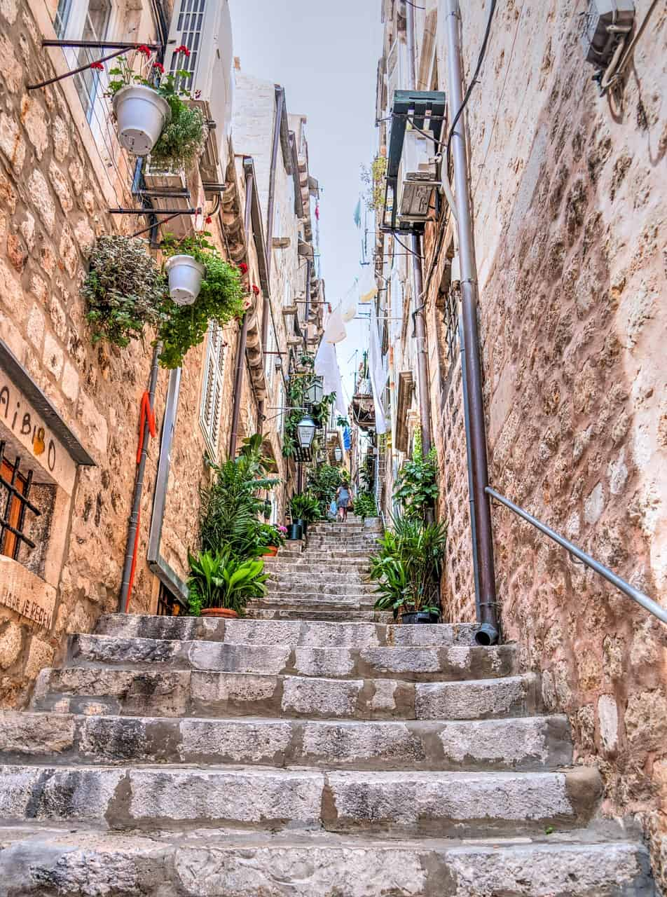 Where-to-stay-in-dubrovnik-streets