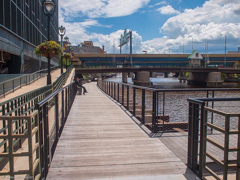 visit milwaukee's riverwalk