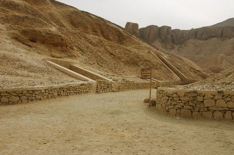 ancient mortuary temples valley of the kings