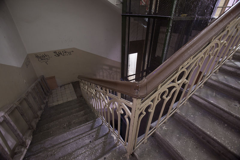 apartment rental kiev stairs