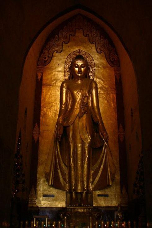 bagan temples statue
