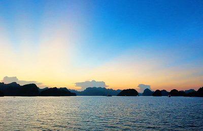 bai tu long bay vietnam sunset
