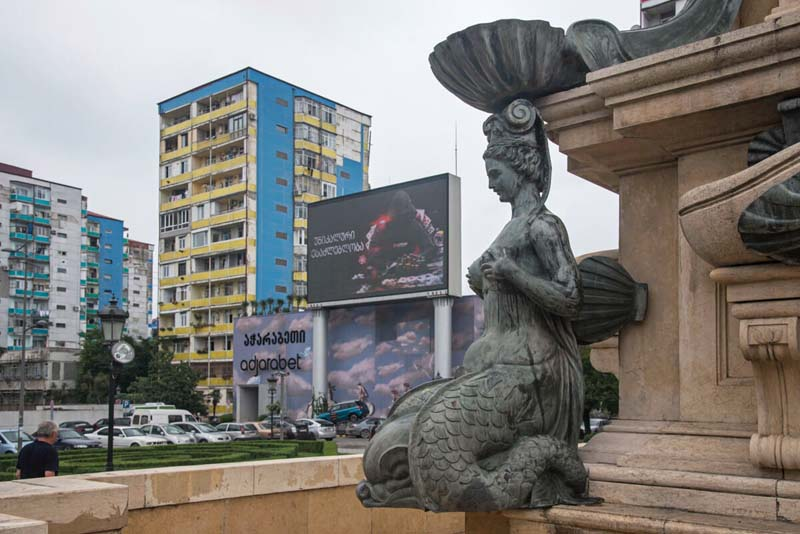 things to do in batumi statue