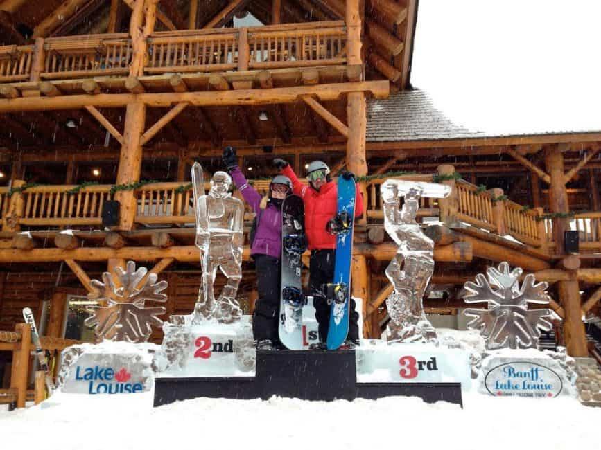best travel blog winner dave and deb on podium