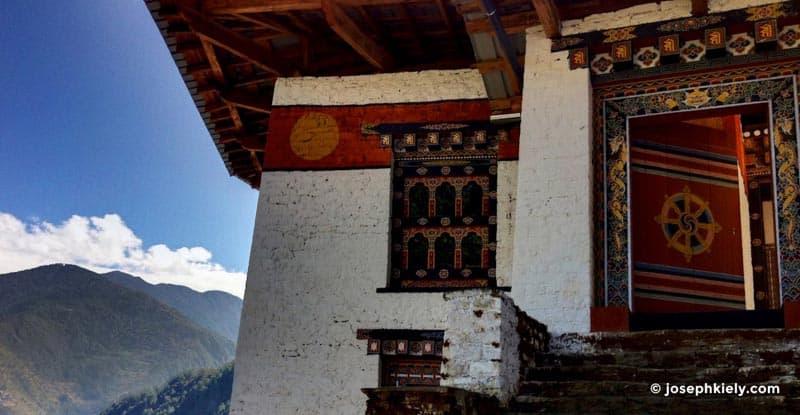 bhutanese culture Lhuentsi Dzongs