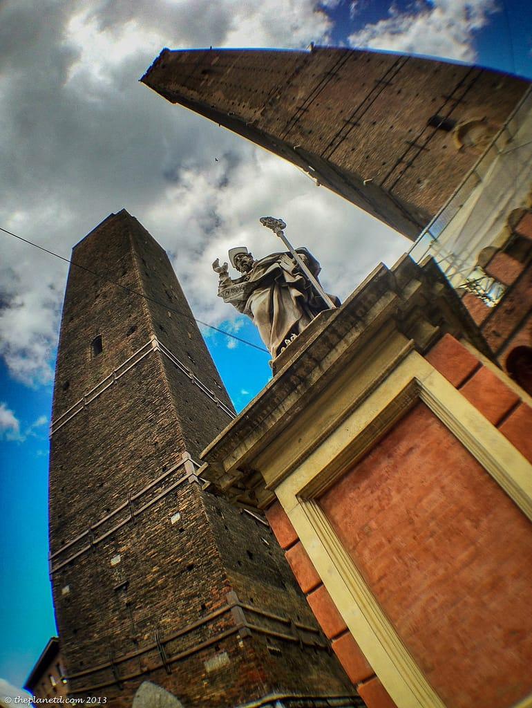 tower of pisa vs bologna tower