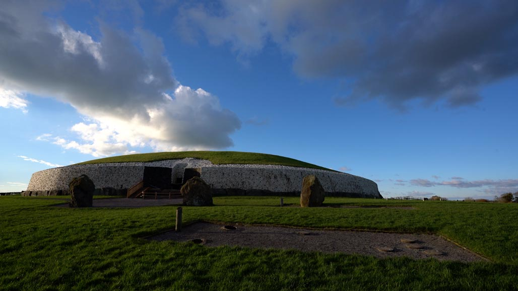 newgrange panoramic view