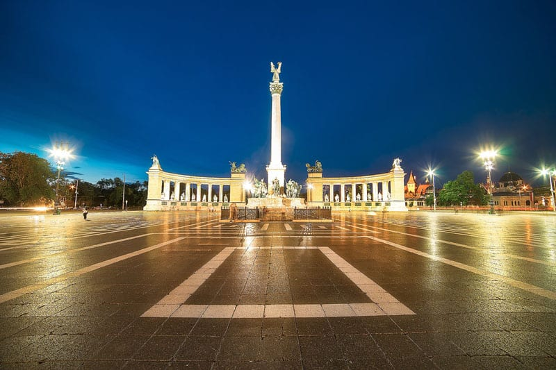 budapest pictures heroes square night