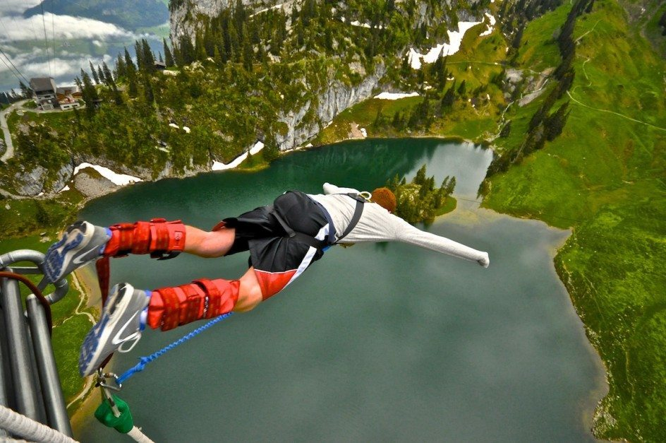 bunjee jumping in switzerland