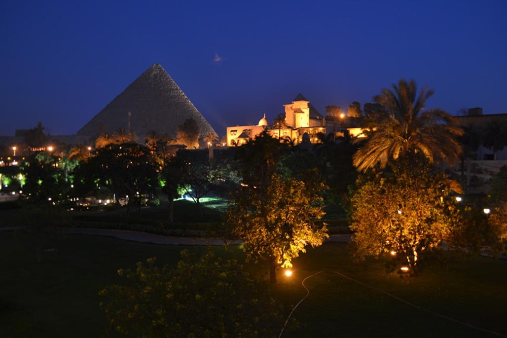 cairo travel guide egypt pyramids at night