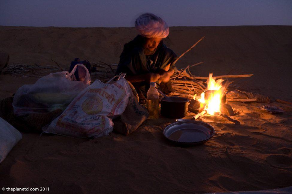 camp-fire-camel-safari-rajasthan-india-2