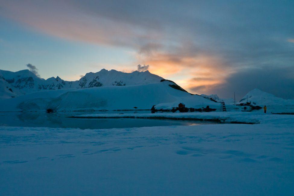 camping-antarctica-33-2